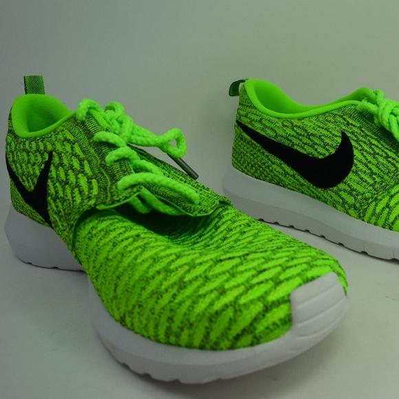 new styles d0b97 4d0b0 Nike Flyknit Roshe Run RosheRun Vollt 677243-700